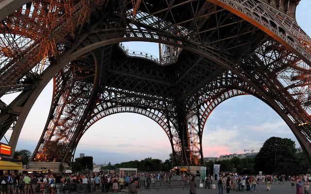 View Menara Eiffel