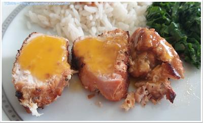 peito de frango assado servido com molho de laranja