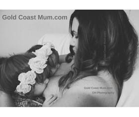 Gold Coast Mum breastfeeding twins