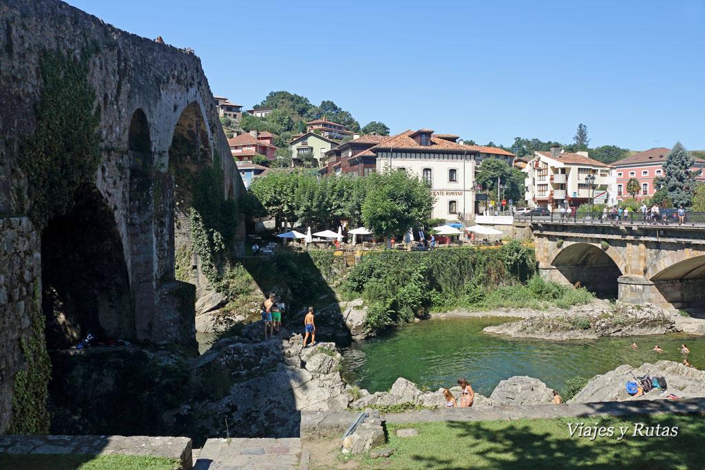 Vista lateral del Puente romano de Cangas de Onís, Asturias