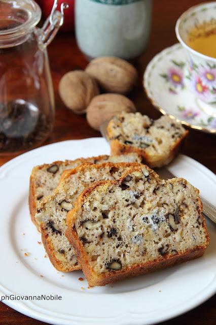 Cake con gorgonzola, noci e funghi secchi