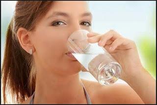 air putih, air, fungsi air, kebutuhan air, kebutuhan air perhari, manfaat air, pria, wanita, dehidrasi, manfaat sehat dari air, air minum, kekurangan air