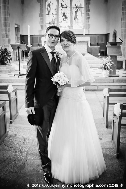 portrait des mariés dans l'église des herbiers fin de la cérémonie