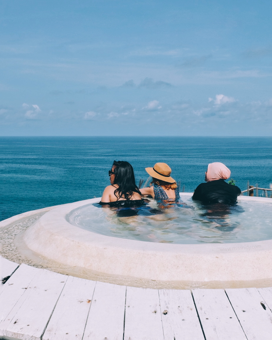 jacuzzi at the beach in bali