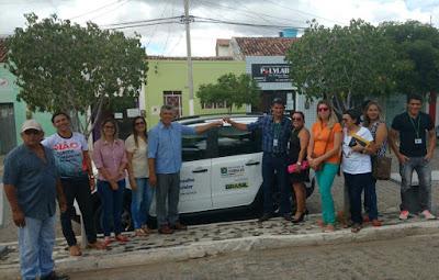 Prefeito Jacinto Bezerra de Camalaú entrega carro ao Conselho Tutelar