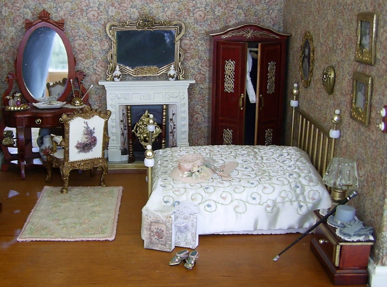 Dolls houses and minis edwardian dolls house the main for Victorian house bedroom ideas