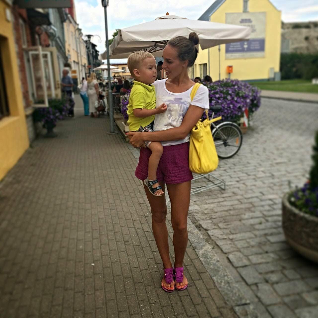 gina tricot shirt asos lace shorts yellow bag