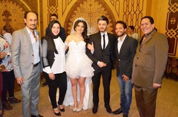 الفنانة وفاء قمر ترد على منتقدى فستان زفافها القصير :موتوا بغيظكم