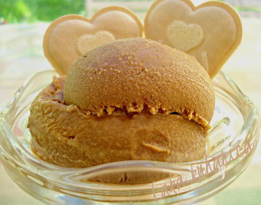 Caramel ice cream by Laka kuharica:  homemade burnt caramel ice cream is rich, decadent, and so easy to make.