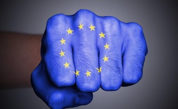 Τα σκληρά χτυπήματα κάτω από τη μέση στην Ευρώπη άρχισαν