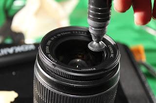 Inilah Cara Membersihkan Lensa Kamera Dengan Benar