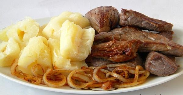 Receita de carne de sol com macaxeira 'típica do Nordeste' (Imagem: Reprodução/Internet)