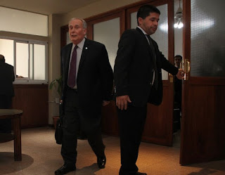 Movida. Juan Carlos Caballero Vidal (a la izquierda) realizó su primera presentación en la Justicia Federal, luego de que fuera imputado por delitos de lesa humanidad. Busca recusar al fiscal y al juez.