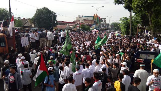 Pecahhh! Lautan Massa Tumpah Ruah Deklarasi Akbar #2019GantiPresiden di Medan
