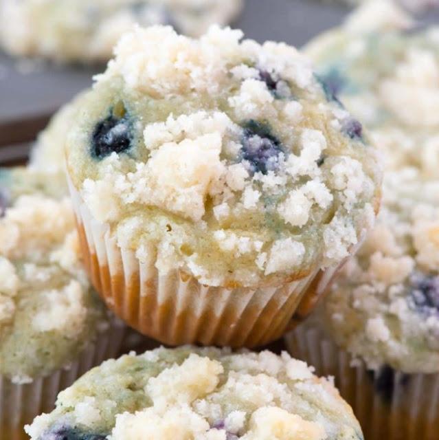 Starbucks Copycat Blueberry Muffins #bakingrecipe #desserts