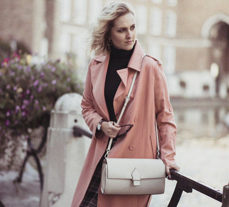 Płaszcz maxi w kolorze różowym