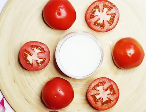 cách chăm sóc da bằng cà chua