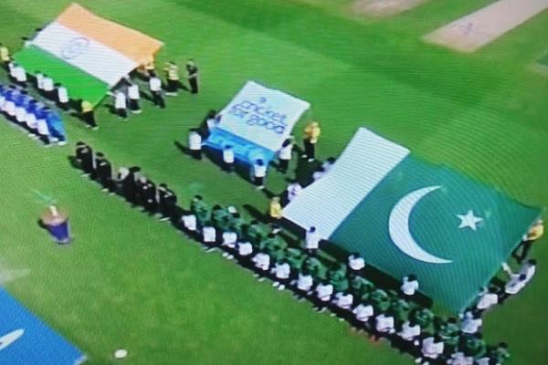 पाकिस्तान ने जीता TOSS, भारत को दी बैटिंग