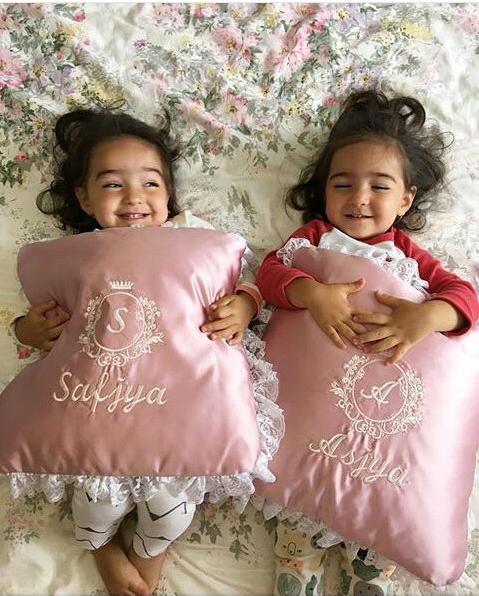 """hai thiên thần nhỏ người Nga Asiya và Safiya lại đang """"đốn tim"""" dân mạng."""