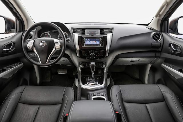Nova Nissan Frontier CD 4x4 2018 - interior - painel