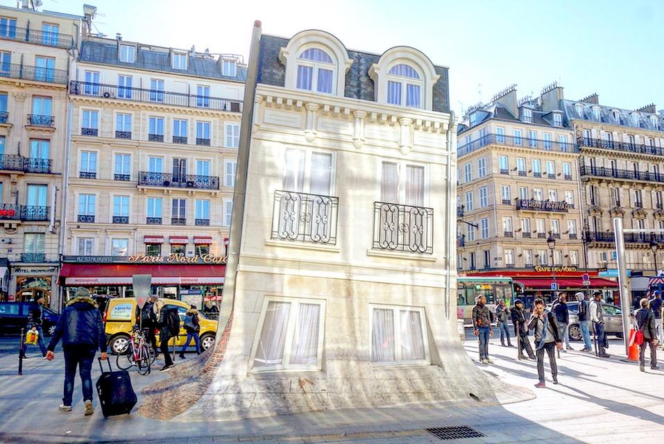 Paris maison fond une installation de leandro erlich for Maison du nord