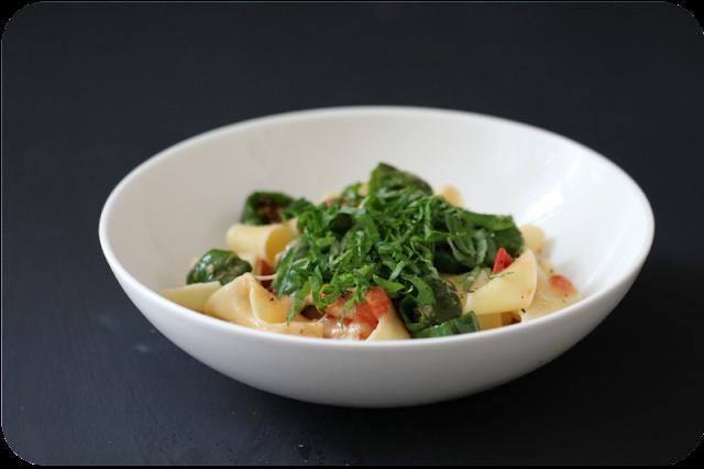 Pappardelle, Pimientos de Padrón (Bratpaprika) und geschmelzte Tomaten | Arthurs Tochter kocht von Astrid Paul