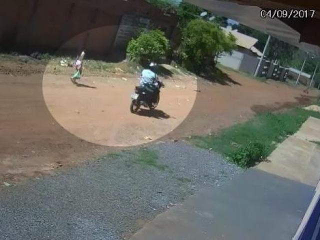 URGENTE: Menina de 10 anos é agarrada por motociclista ao voltar de mercado