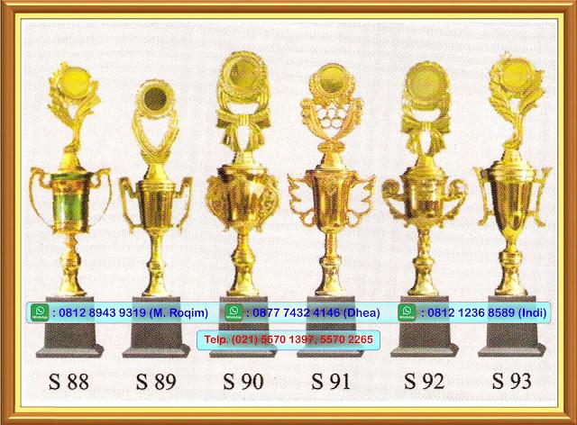 Asaka Trophy Menjual Berbagai Macam Piala, Piala Plastik, Piala Metal, Piala Wisuda, Piala Golf, Piala Kristal, Piala Akrilik, Piala Murah, Piala Anak Tk, Plakat, Plakat Kayu, Plakat Akrilik, Plakat Resin, Plakat Kristal, Plakat Kuningan, Medali, Prasasti, Grafir Laser, Grafir Metal, Grafir Stainles, Grafir Kayu, Grafir Kaca Dan Lain-Lain