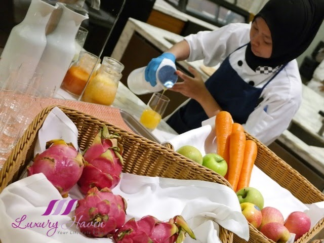 doubletree hilton jb makan kitchen breakfast juice bar