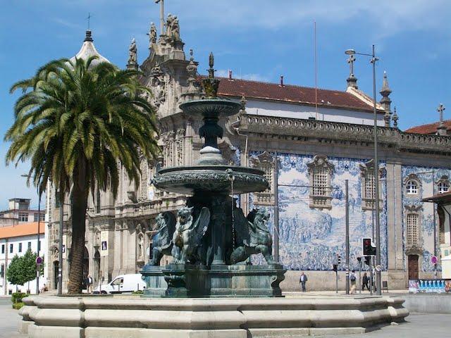 Praça dos Leões no Porto