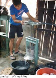 CARA MEMBUAT TEPUNG IKAN : Pengepresan Ikan