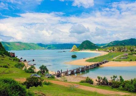 wisata Pantai seger di lombok selatan