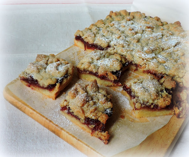 Cranberry Crumble Bars