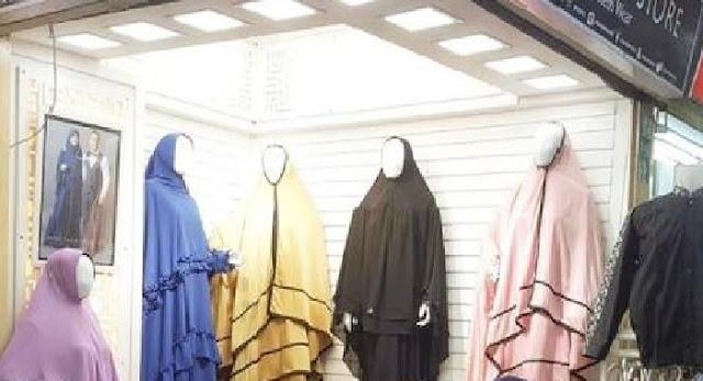Salut! Padahal Sudah Kaya Raya, Presenter Kondang Ini Tak Malu Jualan Jilbab di Kios