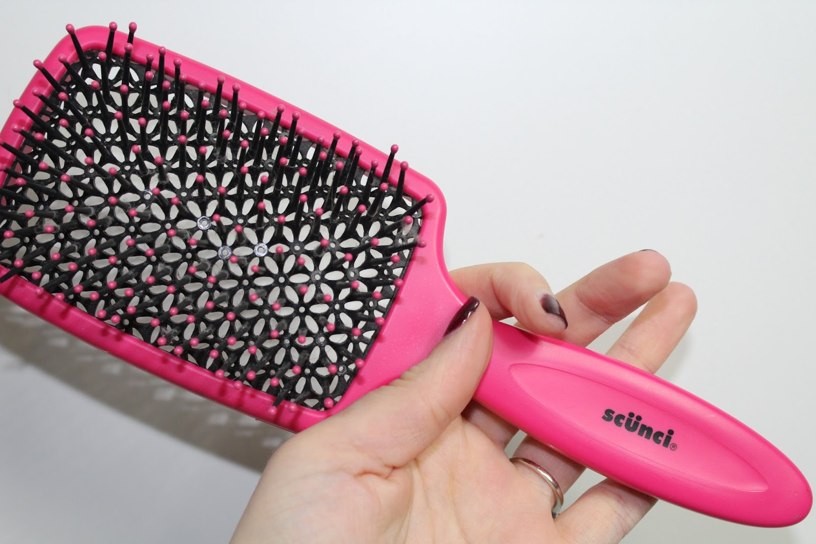 Scunci vented hairbrush