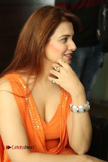 Actress Saloni Aswani Pos in Short Dress at Meelo Evaru Koteeswarudu Movie Interview  0049.JPG