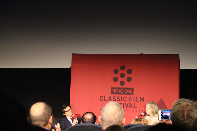 Ben Mankiewicz and Faye Dunaway at the TCM Classic Film Festival
