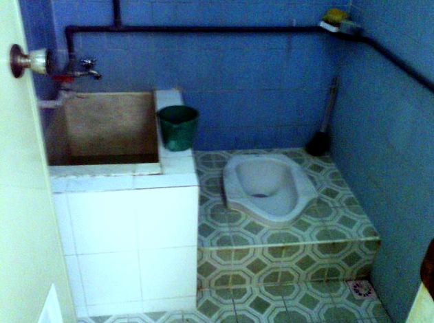 Waspadalah Ketika Menggunakan Air dalam Bak Toilet Umum
