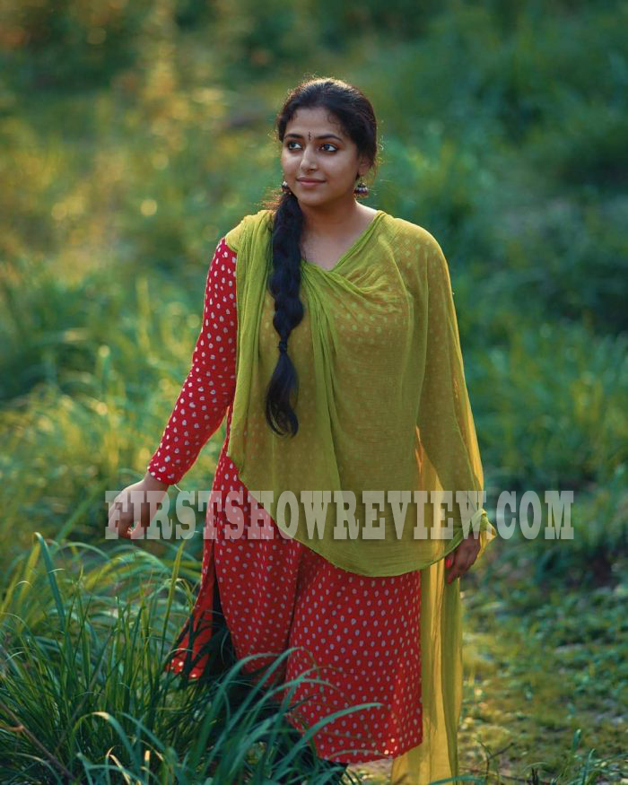All you need to know about Malayalam's sensation Anu Sithara | Profile | Hot and sexy Photo Gallery