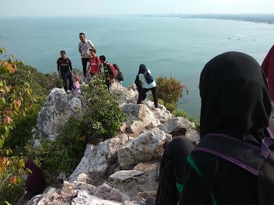 hiking, bukit batu putih, hiking bukit batu putih, aktiviti memanjat bukit batu putih