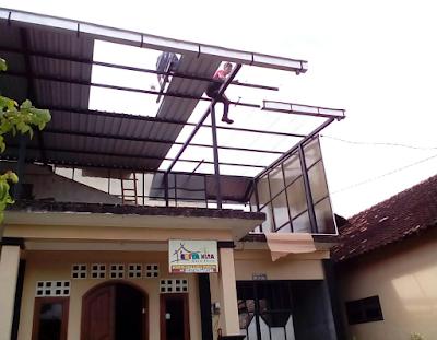 Pemasangan atap spandek dan spandek transparan