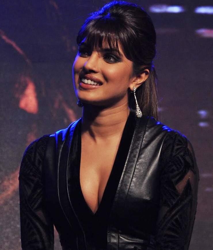 Priyanka Chopras First Marathi Film Ventilator Production -7315