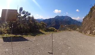 Vista bonita da entrada da estrada da morte.