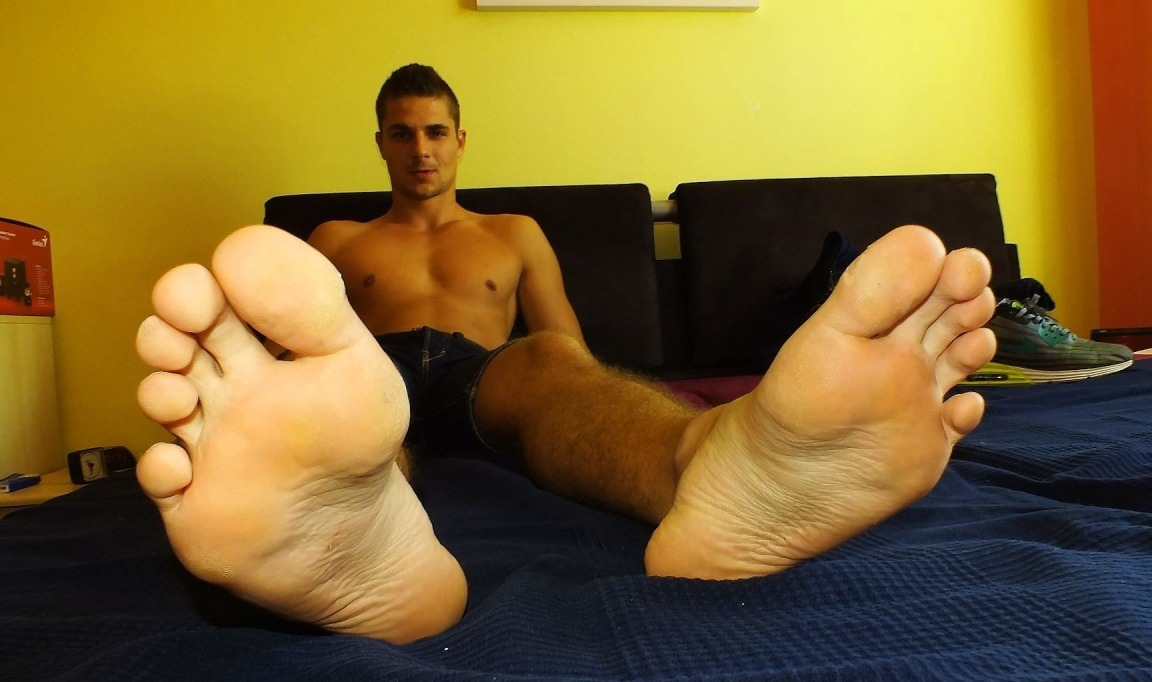 Straight army private gets a foot massage and his first gay blow job best rated gay porn