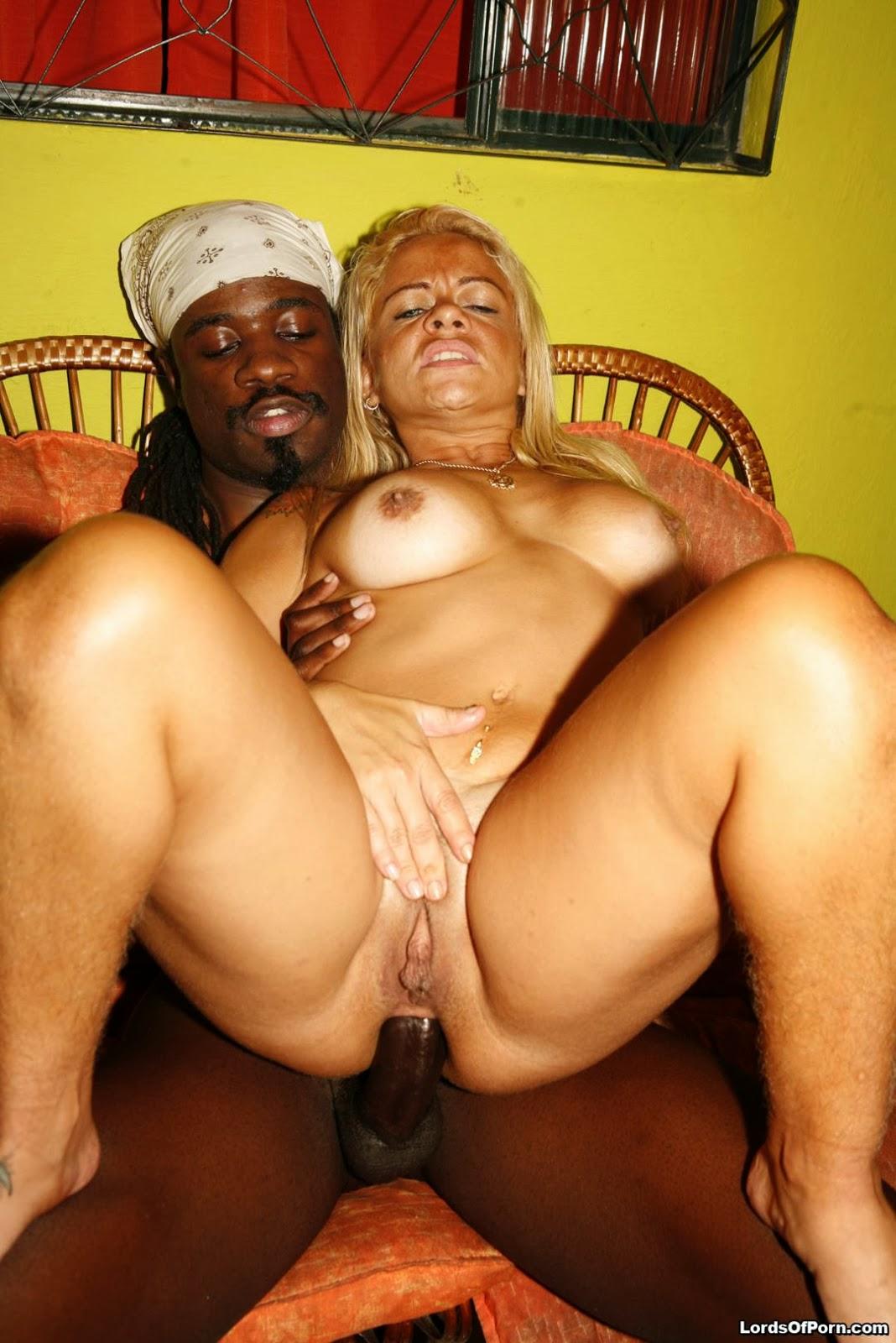 mamochki-iz-brazilii-porno-vospolzovalis
