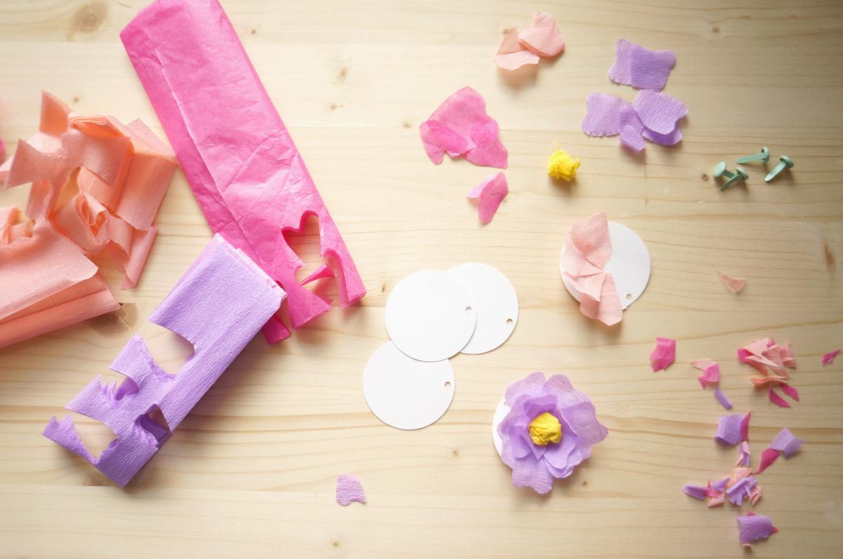 1 muttertagsblumen 2 ideen papierblumengirlande. Black Bedroom Furniture Sets. Home Design Ideas