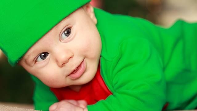 Bebê com roupa de duende