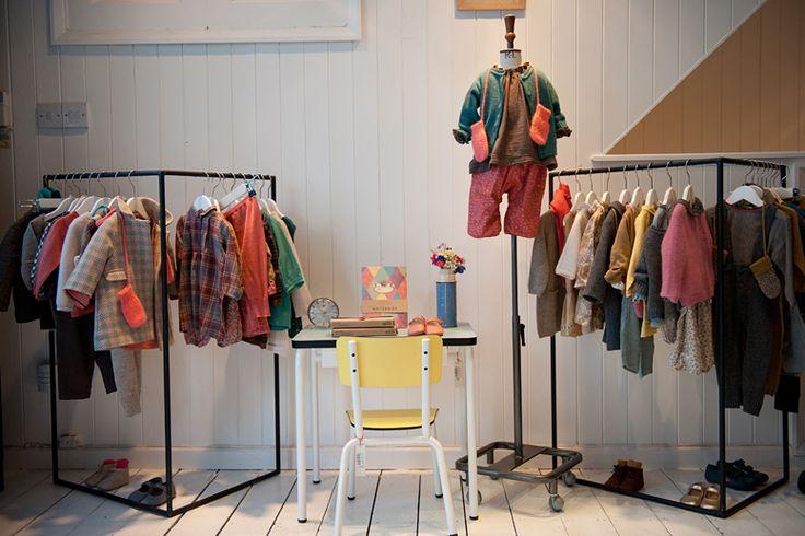 Hình ảnh 1 cửa hàng kinh doanh quần áo trẻ em