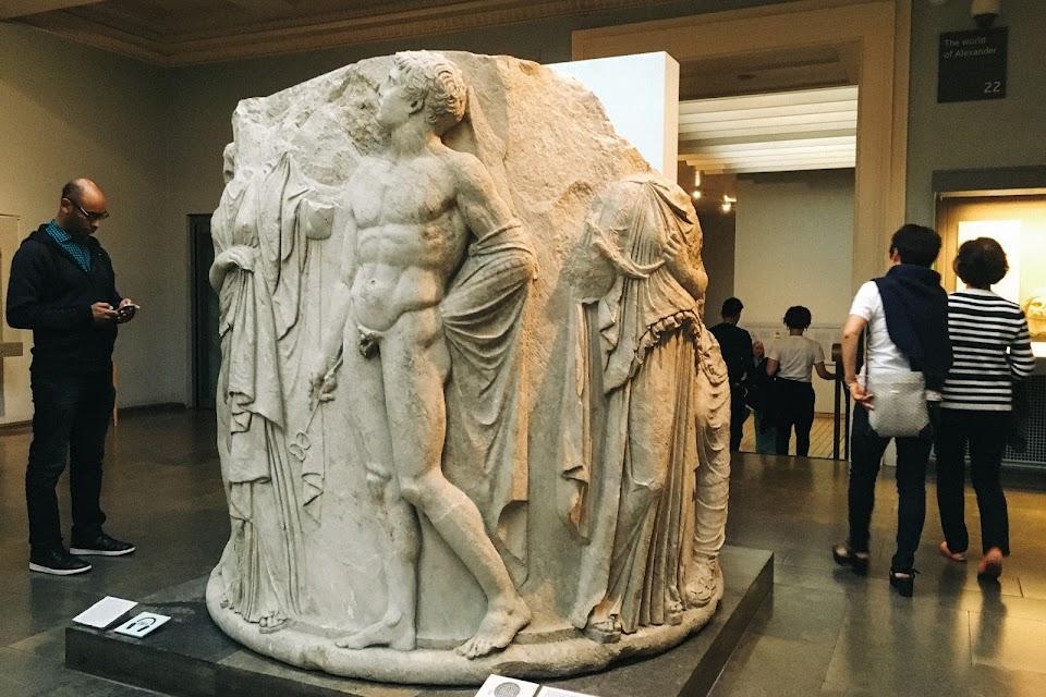アルテミス神殿の南西から出土した大理石の円柱(Marble column drum from the later Temple of Artemis at Ephesos)