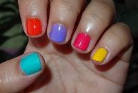 Manicura de colores.